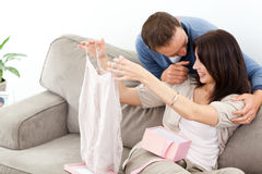 dziewczyna daje namiętnego jego mężczyzna wierzchołek Zdjęcia Stock
