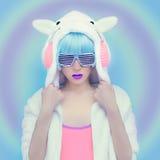 Dziewczyna DJ Szalony zimy przyjęcie Świetlicowy tana styl Obraz Royalty Free
