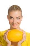 dziewczyna dojrzały melon fotografia stock