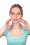 Dziewczyna dotyka jej cheekbones z makeup z bliska Biały tło Fotografia Stock
