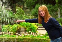 dziewczyna fontann Zdjęcia Stock