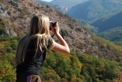 dziewczyna fotografująca zdjęcia stock