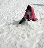 dziewczyna grają śnieg zdjęcia royalty free