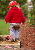 dziewczyna grają piaskownicę Fotografia Royalty Free