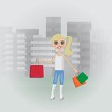 Dziewczyna iść przez miasta z zakupy Obraz Stock