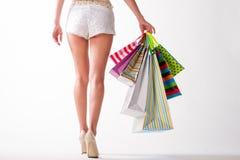 Dziewczyna iść z torba na zakupy obrazy stock