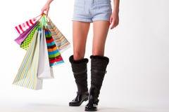 Dziewczyna iść z torba na zakupy fotografia stock