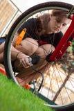 Dziewczyna i bicykl z lotniczym kompresorem Obraz Royalty Free
