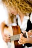 Dziewczyna i Gitara Akustyczna zdjęcia stock