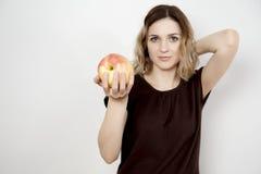 Dziewczyna i jabłko Fotografia Royalty Free