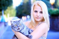 Dziewczyna i kot Zdjęcia Royalty Free