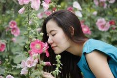 Dziewczyna i kwiat Zdjęcie Royalty Free
