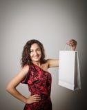 Dziewczyna i papierowa torba Zdjęcie Royalty Free