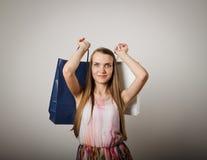 Dziewczyna i papierowe torby Obrazy Royalty Free