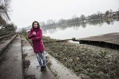 Dziewczyna i rzeka Obraz Stock