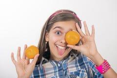 Dziewczyna i tangerines Obrazy Royalty Free