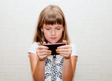 Dziewczyna I Telefon Zdjęcia Stock