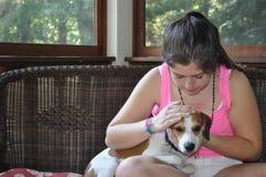 Dziewczyna i zwierzę domowe zdjęcie royalty free