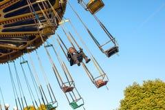 Dziewczyna jedzie carousel obraz royalty free
