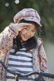 Dziewczyna jedzie rower Fotografia Stock