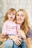 dziewczyna jej kolan trochę matka Obraz Royalty Free