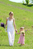 dziewczyna jej mała matka Zdjęcie Royalty Free