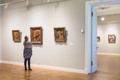 Dziewczyna jest przyglądającymi Impresjonującymi obrazami Auguste Renoir Obraz Stock