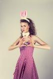 Dziewczyna jest ubranym Easter królika kostium z jajkami w koszu Zdjęcie Royalty Free