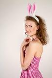 Dziewczyna jest ubranym Easter królika kostium z jajkami w koszu Obrazy Royalty Free