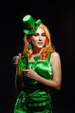 Dziewczyna jest ubranym leprechaun Fotografia Stock