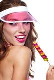 Dziewczyna jest ubranym plastikowego nakrętki mienia lizaka Obrazy Royalty Free