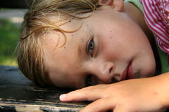 dziewczyna jest zmęczona ławki Zdjęcia Stock