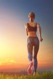 Dziewczyna jogging na zmierzchu Zdjęcie Royalty Free