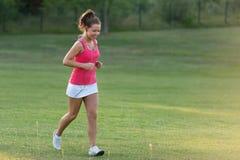 Dziewczyna jogging w naturze obraz stock