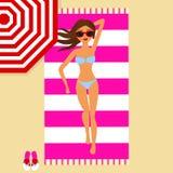 Dziewczyna kłama na plaży royalty ilustracja