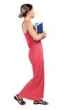 Dziewczyna komes z stertą książki Obrazy Stock