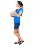 Dziewczyna komes z stertą książki Zdjęcia Stock