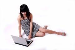 dziewczyna komputerowy notatnik Zdjęcie Royalty Free