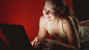 Dziewczyna komunikuje zdjęcie wideo