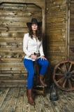 Dziewczyna kowboj z pistoletem Obrazy Royalty Free
