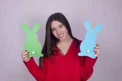 Dziewczyna królika Easter czas Obrazy Royalty Free