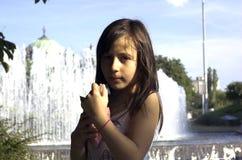 dziewczyna kremowy lodu Fotografia Stock