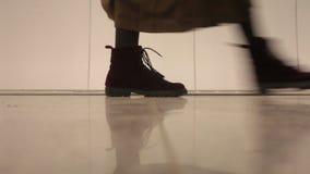 Dziewczyna kroki zdjęcie wideo