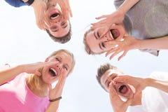 dziewczyna krzyczy młode chłopaki Obrazy Royalty Free