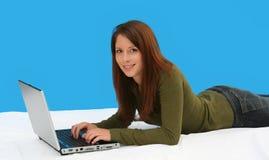dziewczyna laptop obrazy stock