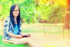 dziewczyna laptop nastolatków Obrazy Royalty Free