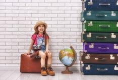 Dziewczyna ma walizki Zdjęcia Royalty Free
