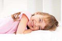 Dziewczyna na łóżku Fotografia Stock
