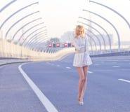 Dziewczyna na autostradzie Obraz Stock