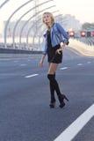 Dziewczyna na autostradzie Obrazy Stock